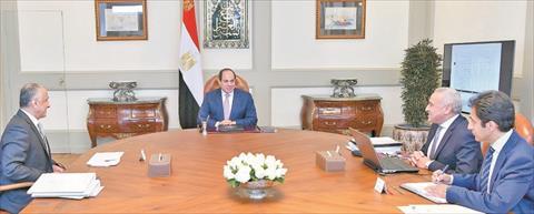 السيسي في اجتماع سابق مع محافظ البنك المركزي ونائبه لاستعراض السياسة النقدية