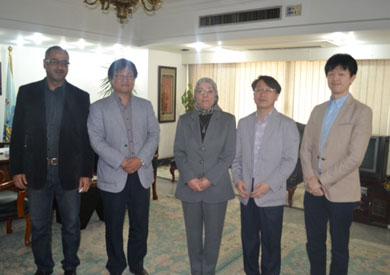 الدكتور ناهد عشري، وزيرة القوى العاملة والهجرة مع ممثلي شركة «سامسونج» الكورية