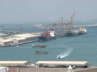 أغلق ميناء السخنة منذ الامس الجمعة بسبب  الاضرابات