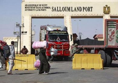 حركة الشاحنات بين مصر وليبيا في منفذ السلوم البري