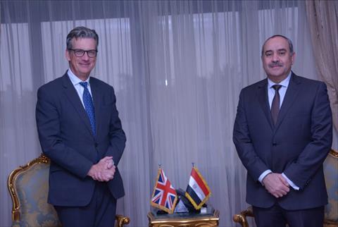 وزير الطيران مع السفير البريطاني