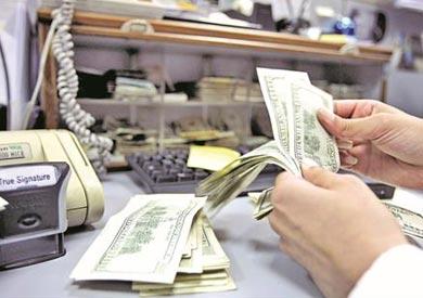 الدولار يتخذ اتجاها صعوديا أمام الجنيه