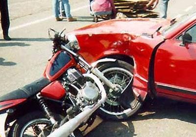 http://www.shorouknews.com/uploadedimages/Sections/Egypt/Accidents/original/Car-crash-motorbike.jpg