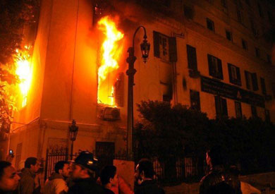 http://www.shorouknews.com/uploadedimages/Sections/Egypt/Accidents/original/Fire-Assiut-Judges-Club-1830.jpg