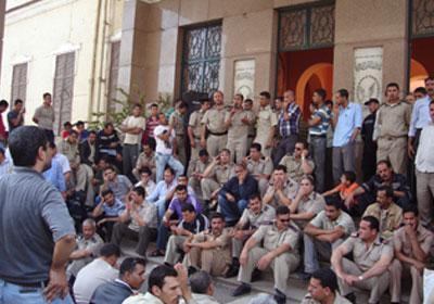 """Résultat de recherche d'images pour """"انتفاضة لأمناء الشرطة المصرية"""""""