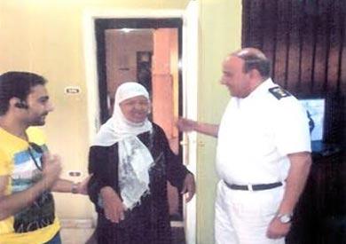 بعد غياب 40 يوما.. «أمن القاهرة» يعيد عجوزا إلى أسرتها