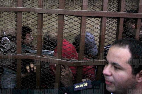 المتهمين داخل القفص أثناء المحاكمة - تصوير: أحمد عبد الفتاح