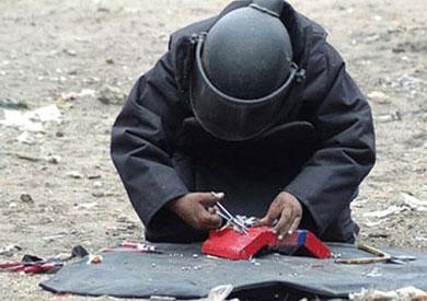 خبراء المفرقعات يبطلون قنبلة