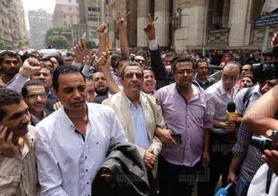 نقيب الصحفيين يحيى قلاش بعد تأجيل محاكمته- تصوير رافي ...<br/>شاكر
