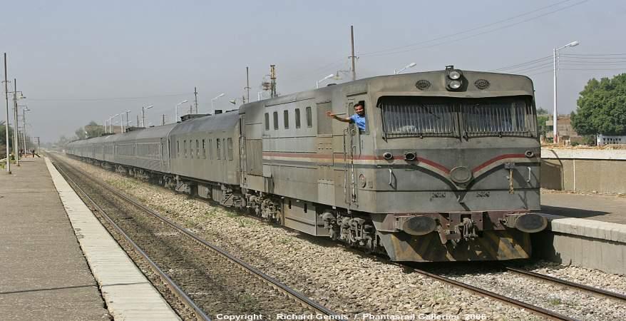 «السكك الحديدية»: قطاران لنقل مشاهدي مباراة الأهلي والنجم الساحلي ببرج العرب