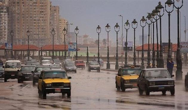 أمطار غزيرة على الثغر واستمرار إغلاق بوغازي الإسكندرية والدخيلة لسوء الأحوال الجوية
