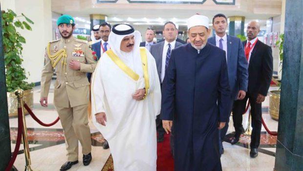 شيخ الأزهر خلال لقائه ملك البحرين: هناك من يجيدون اللعب على وتر الطائفيَّة