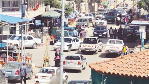 كثرة الحواجز الأمنية والطرق المغلقة تهدد الحياة التجارية في كل مدن محافظة شمال سيناء