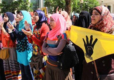 قوات الأمن تفرق مظاهرة لطالبات الأزهر - أرشيفية