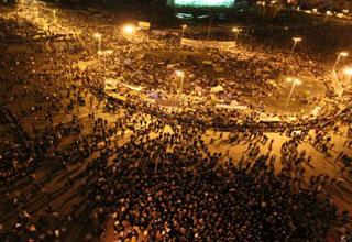 الآلاف يدخلون اعتصام مفتوح بميدان
