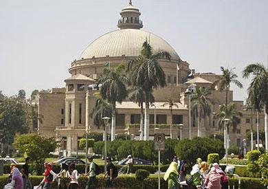 رئيس جامعة القاهرة ناشد الأساتذة والطلاب بخلع رداء الأحزاب قبل دخول الحرم الجامعي – صورة أرشيفية