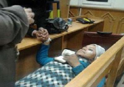هند أثناء مثولها أمام المحكمة راقدة من الإعياء