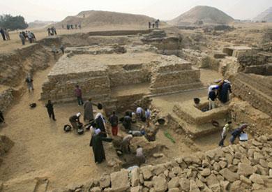 العثور على غطاء تابوت أثري فرعوني وجبانة من الحجر الجيري بالبحيرة - أرشيفية