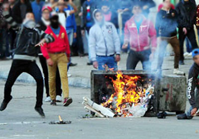 http://shorouknews.com/uploadedimages/Sections/Egypt/Eg-Politics/original/Morsi-supporters-clashes1618.jpg