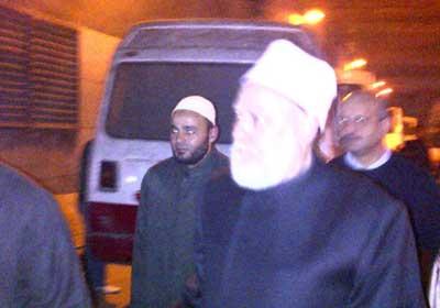 مفتي الديار المصرية أثناء توجهه لتفقد جثمان الشهيد الشيخ عماد عفت