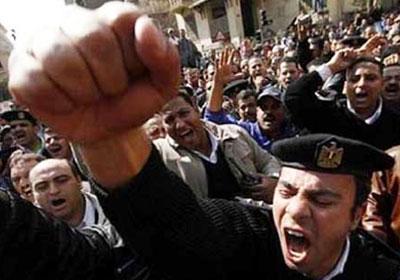 ضباط وجنود الأمن المركزي يعتصمون
