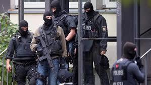 حملة مداهمات وتفتيش على ولايات ألمانية على خلفية تأسيس تنظيم إرهابي يميني
