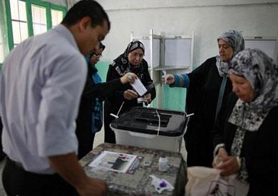 مواطنون يدلون بأصواتهم في الانتخابات