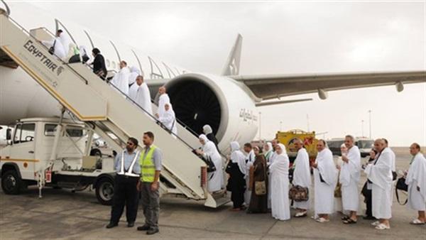 «مصر للطيران» تسير اليوم 15 رحلة لنقل 3350 حاجا