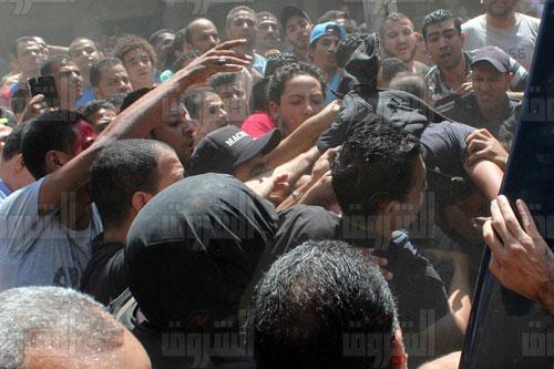 الاعتداء على احمد عبد الجواد مصور جريدة الشروق اثناء تغطية فعاليات اليوم بالمعادى  - خاص الشروق