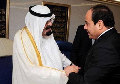 لقاء الرئيس السيسي والعاهل السعودي بمطار القاهرة - صورة أرشيفية