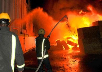 رجال الحماية المدنية يحاولون إطفاء حريق بالبحيرة – أرشيفية