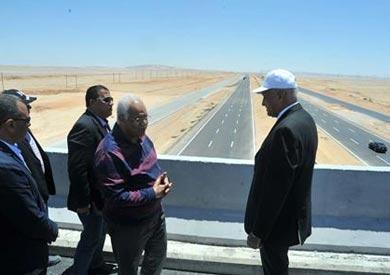"""وزير النقل: انتهاء 94% من طريق """"القاهرة / السويس"""" الجديد"""