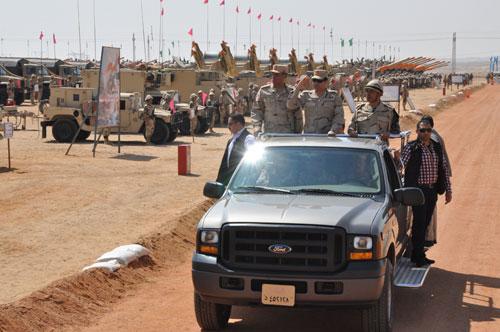 السيسي يتفقد قوات التدخل السريع