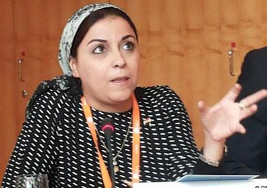 فتاة الفيسبوك المصرية حملات التوقيع انسب من التظاهر     نسخة الموبايل