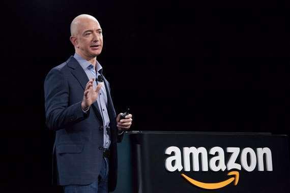 مؤسس «أمازون» ينتزع لقب «الأغنى في العالم» من بيل جيتس