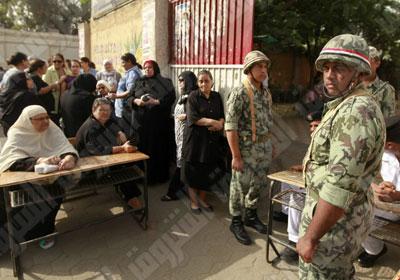 Update: La nouvelle Egypte de l´apres-révolte. - Page 40 Election-army-egypt