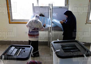 المصريون يدلون بأصواتهم - تصوير: أحمد عبد اللطيف