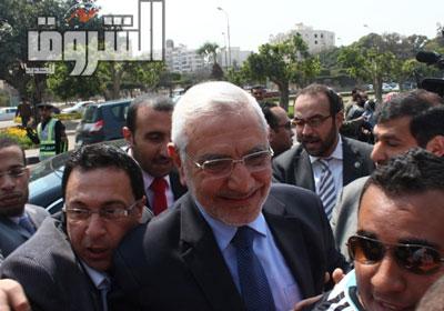 عبد المنعم أبو الفتوح  أمام اللجنة الانتخابية - تصوير: كريم عبد الكريم
