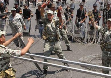 الجيش يوزع شنط رمضان على المواطنين- أرشيفية