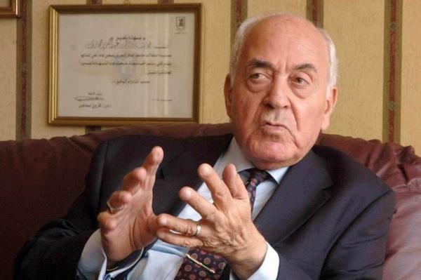 الدكتور عبدالعزيز حجازي رئيس الوزراء الأسبق