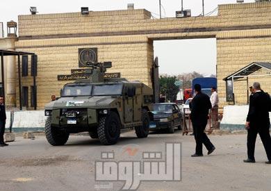 إجراءات أمنية مكثفة في محيط السجون تحسبا لمحاولات اقتحامها   تصوير-مجدي إبراهيم