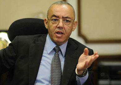 الطيار حسام كمال، وزير الطيران