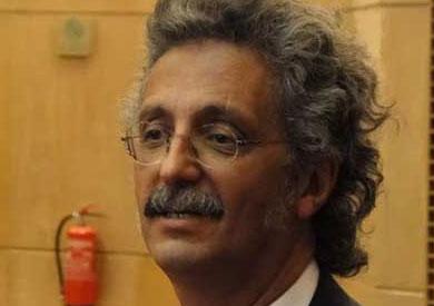 العميد السابق لكلية طب قصر العيني، حسين خيري