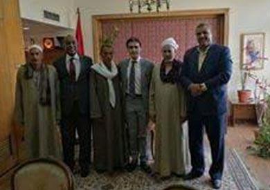 اهالي المحتجزين بليبيا مع السفير المصري بليبيا