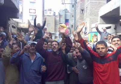 عمال شبين يتضامنون زملائهم المختطفين
