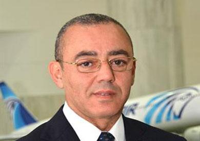 الطيار حسام كمال وزير الطيران المدني