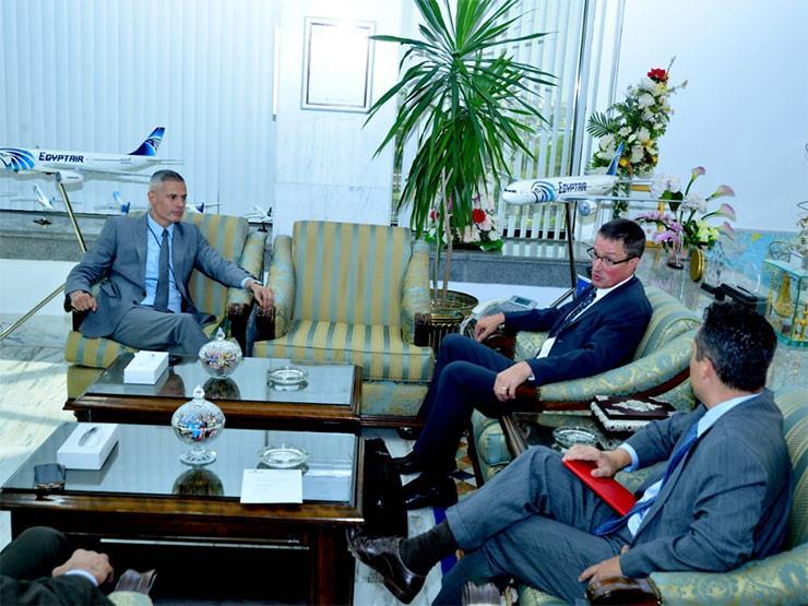 رئيس شركة مصر للطيران يستقبل وفد «بوينج» العالمية