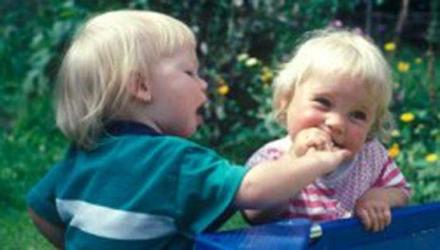 عالم تربية ألماني يوجه نصائح للآباء حول التعامل مع استخدام طفلهم لألفاظ بذيئة