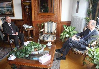 وزير الري خلال لقائه مع السفير الهولندي
