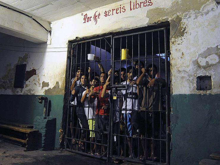الشرطة تسيطر على تمرد لمدة 12 ساعة بأحد سجون باراجواي